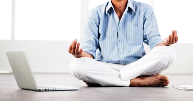 Медитировать перед ноутбуком, ага...